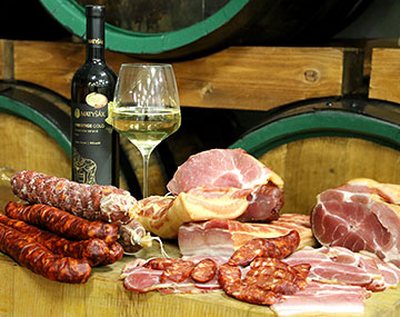 Come and taste our best wines and home-made meals, including delicacies from our butcher's shop.
