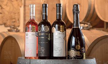 Široký sortiment kvalitných vín, mušt a domáce sirupy zprodukcie rodinného vinárstva Matyšák